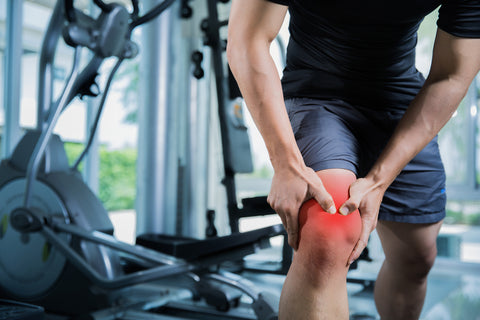 A man with his knee injured in a gym