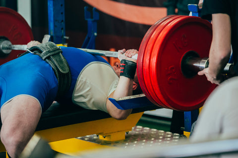 male athlete bench press at powerlifting competition