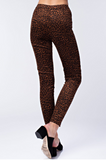 Skinny Jeans high waisted pants featuring an allover leopard print, with buttons.