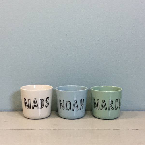 "Small cup with ""Liebe ""letters"