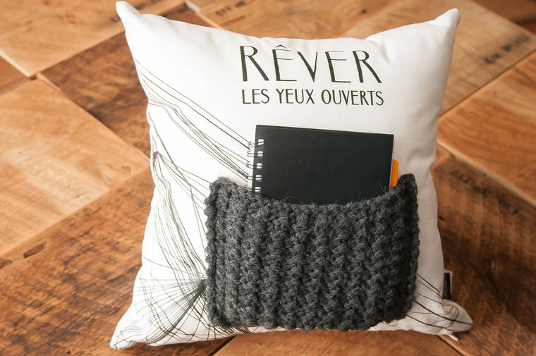 Coussin pochette pour livre / decorative pillow with book pocket