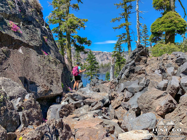 fumarole bay hiking trail in crater lake