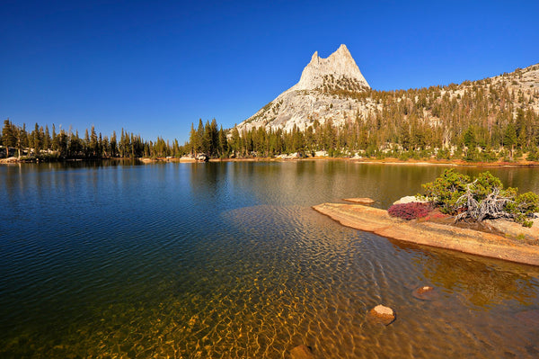 Cathedral lake in Yosemite National Park