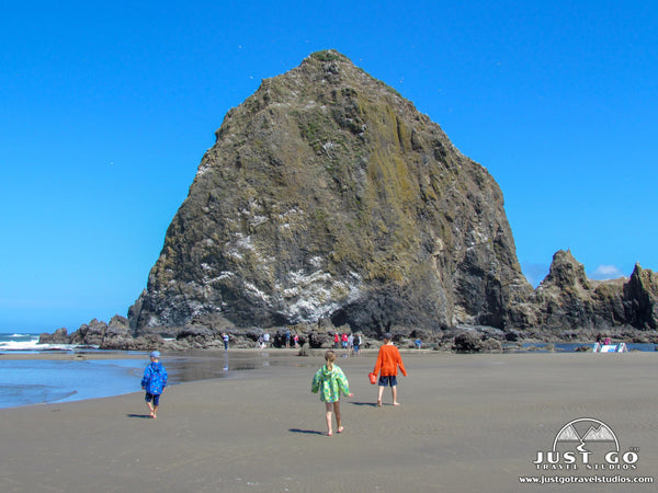 hiking in cannon beach in Ecola State Park