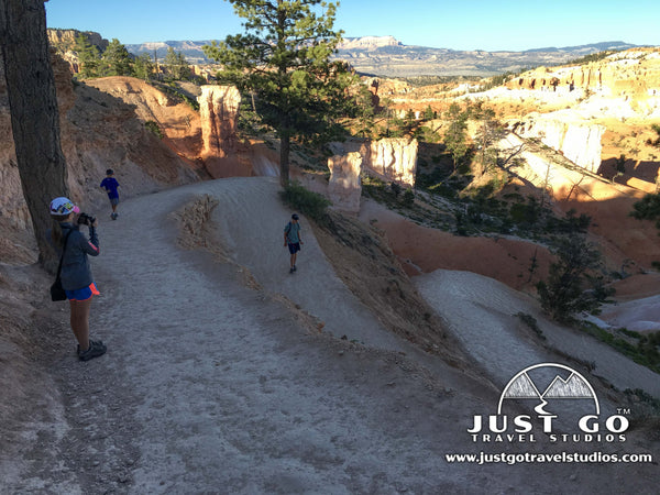 Hiking down into Queens Garden in Bryce Canyon National Park