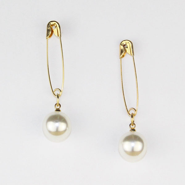 Material Pearl Earrings