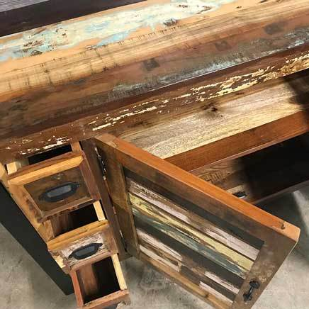 Discover the beauty of reclaimed wood for your home
