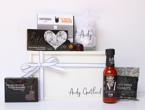 THE MANLY CONNOISSEUR GIFT BOX