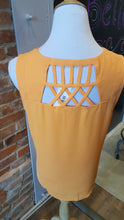 Lattice Back Detailed Top
