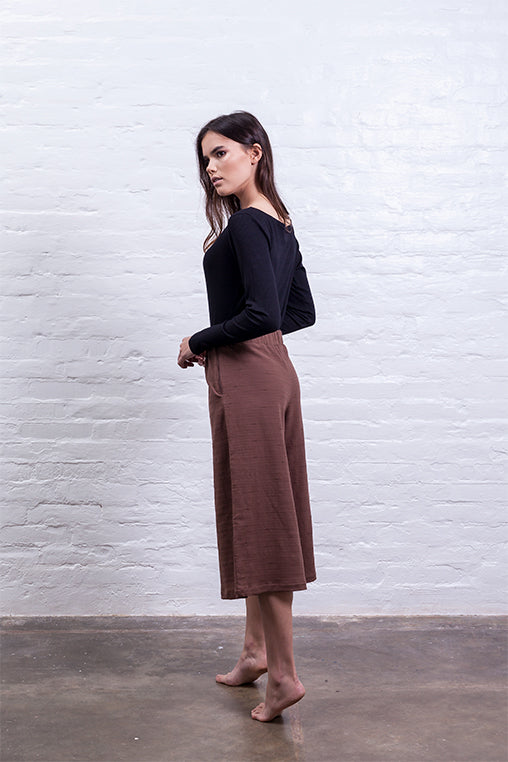 closed culotte pants brown mudha sustainable linen cotton back