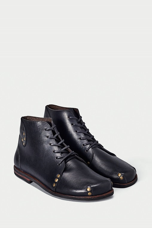 shoe 29 caboclo black boots leather sustainable