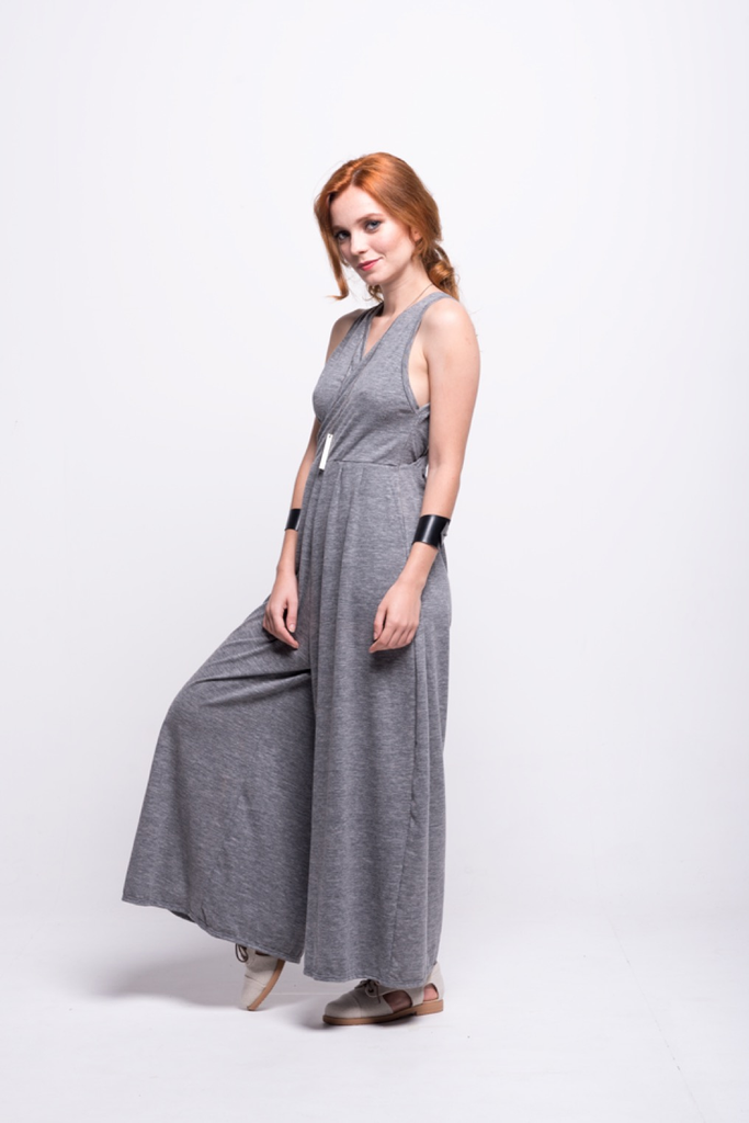 ada_jumpsuit_grey_long_v_neck_cut_ana_side