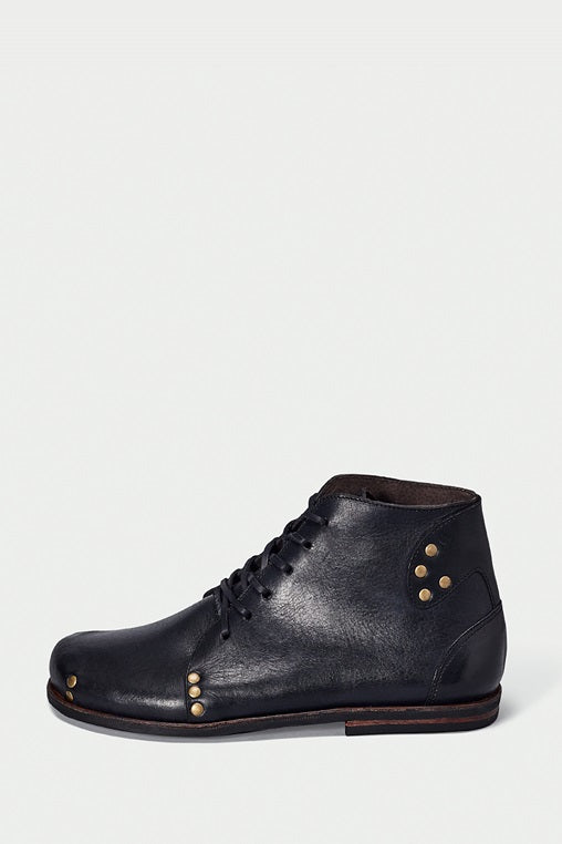 shoe 29 caboclo black boots leather sustainable side