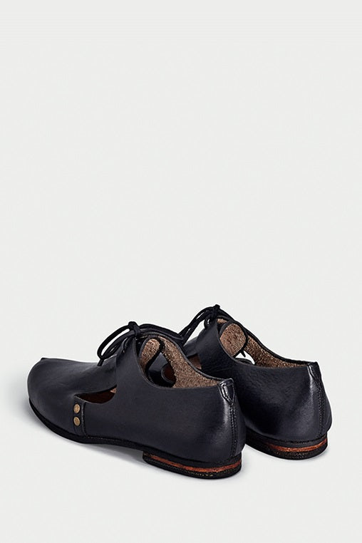 urbana shoes caboclo closed leather black sustainable back