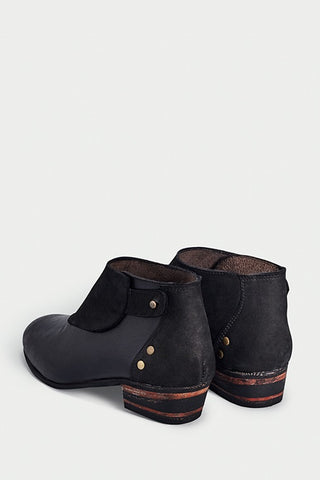 shoe 22 caboclo black boots leather sustainable back