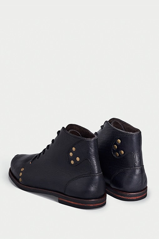shoe 28 caboclo black boots leather sustainable back