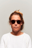 model_women_sunglasses_wood_sustainable_zerezes_rounded_dark