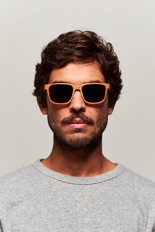 model_men_sunglasses_wood_sustainable_zerezes_squared_light