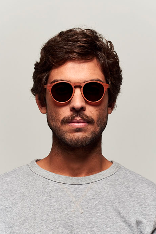 model_men_sunglasses_wood_sustainable_zerezes