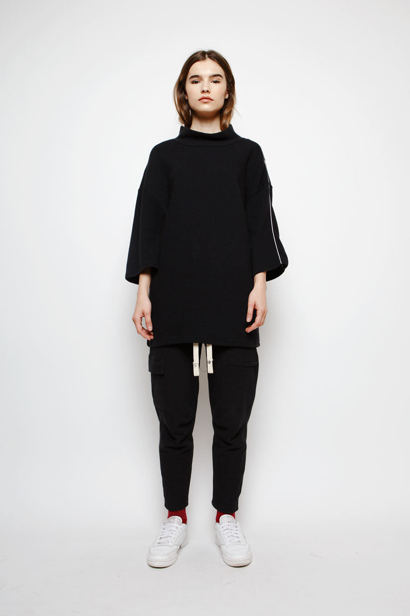 Muzca Essential Oversized Sweatshirt in Black Modest Ribbed Top with Long Sleeves and Embroidery in 100% Cotton