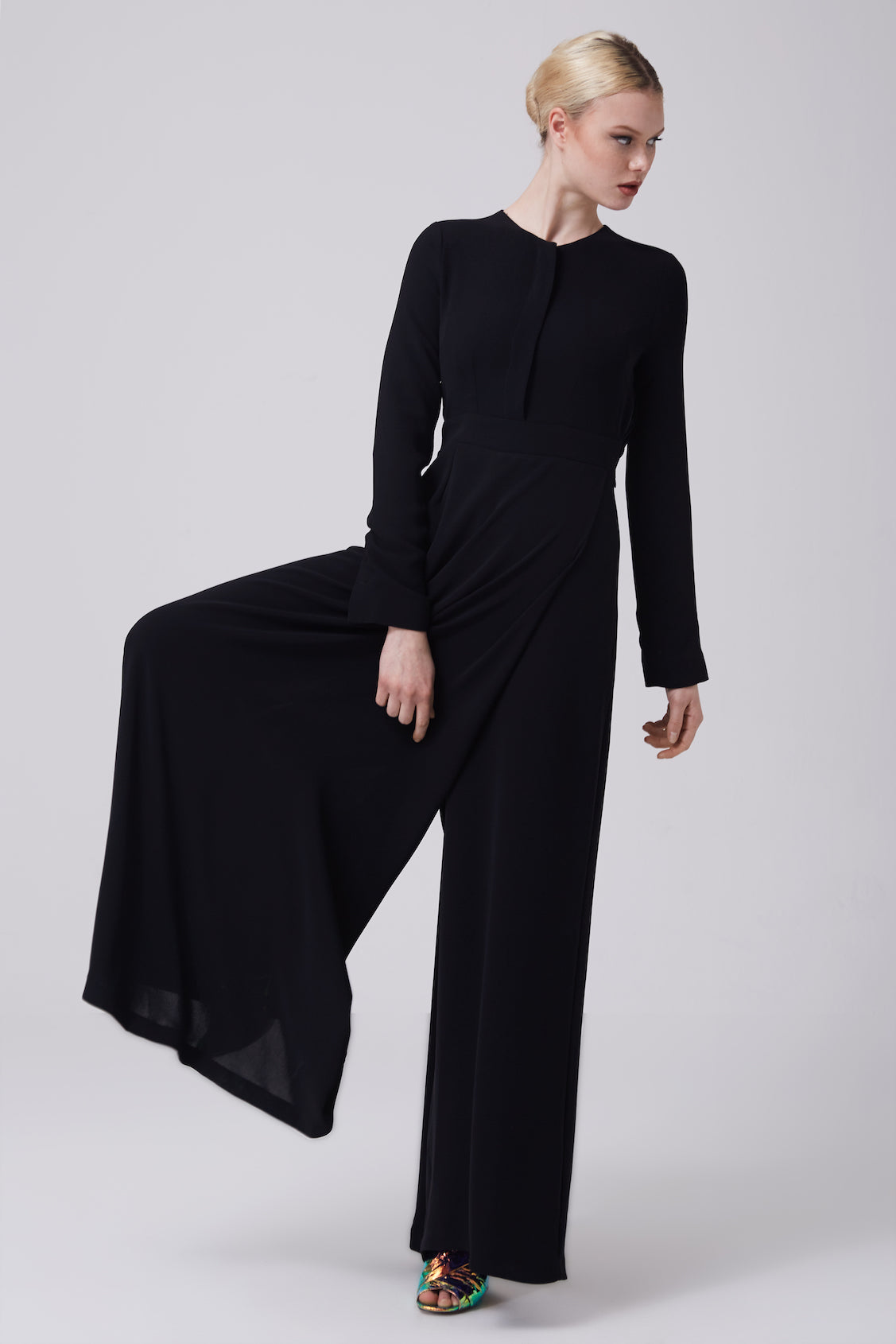 41948fb8199e FERADJE Modest Women Bushra Jumpsuit in Black comes with a zip at the side  and buttons