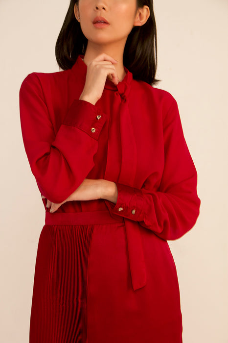 módni Carmine Ribbon Tie Neck Top Modest Long-Sleeved Blouse With Buttoned Cuffs High Collar Back Zipper in Red