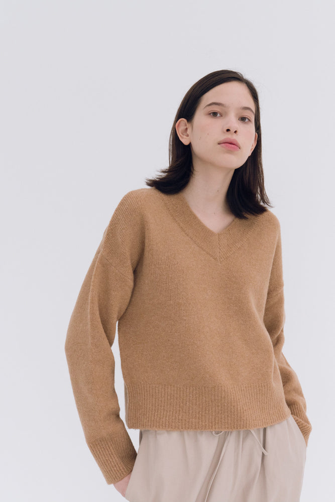 NOTA V Neck Yak Semi Crop Knit Top Mud Modest Long-Sleeve Ladies Loose Beige Sweater in Wool and Yak