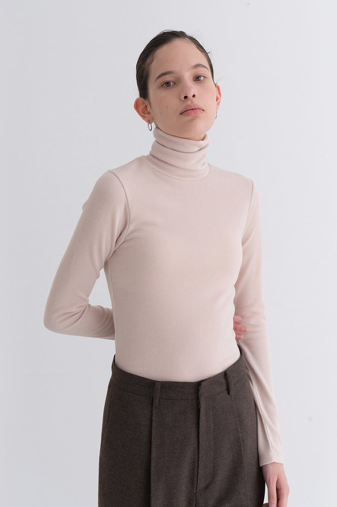 NOTA Simple Golgi Turtleneck Beige Modest Long-Sleeve Women's Polo Neck Top