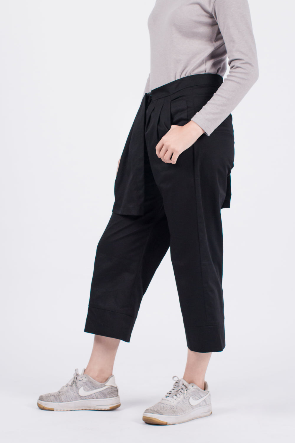 Muzca Tallulah Pants Modest Loose Fitting Long Cropped Black Pants with Side Pockets in 100% Cotton
