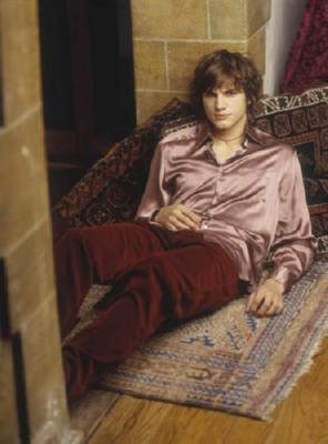 Ashton Kutcher Poster Lounging 16inx24in
