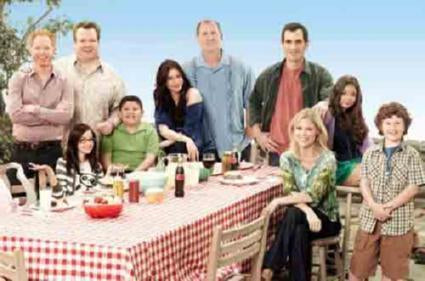 Modern Family Poster 24in x 36in - Fame Collectibles