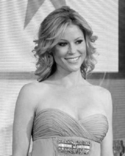 Julie Bowen black and white poster