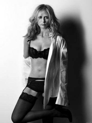 Sarah Michelle Gellar black and white poster