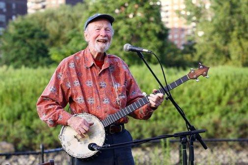 Pete Seeger Poster 16Inx24In Poster 16x24 - Fame Collectibles