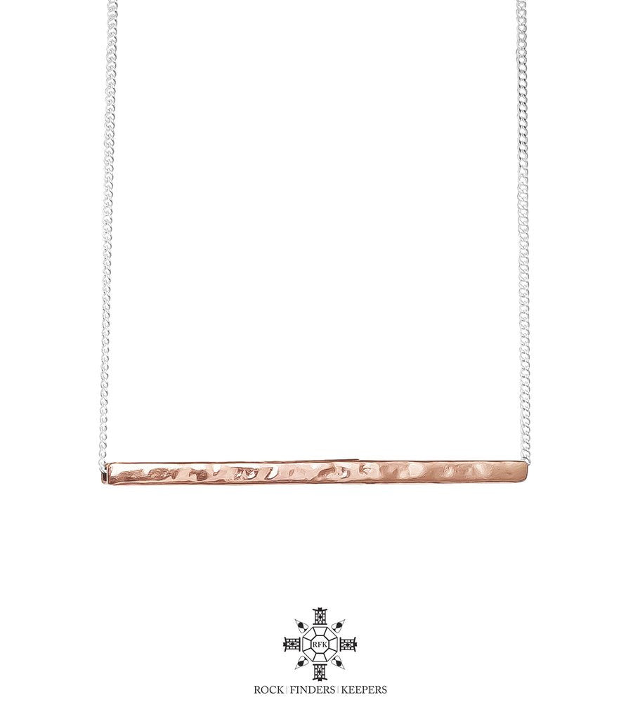ROCK FINDERS KEEPERS - ALEXIS HAMMERED BAR NECKLACE SHORT - ROSE GOLD