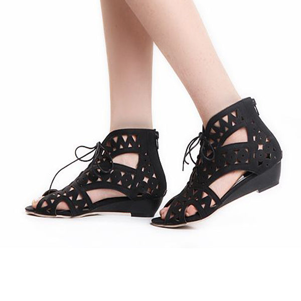 2018 New Fashion Woman's Hollowed-out Flat Ankle Sandals.