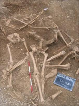 Viking skeletons mass grave in Oxford