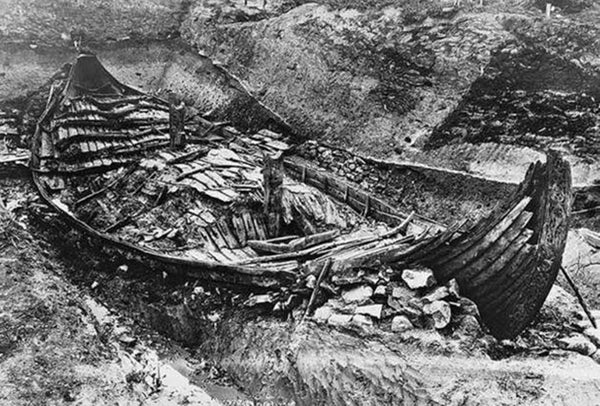 Viking Oseberg ship in the excavation process