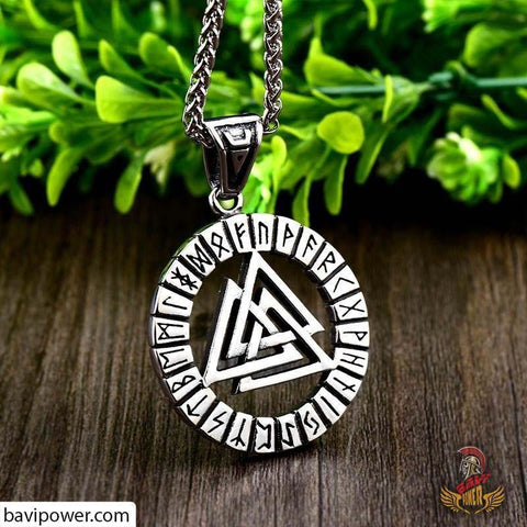 Valknut necklace is a sign of Odin worshipping