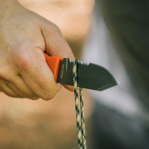 Cutting rope with the Buri Adventure knife.