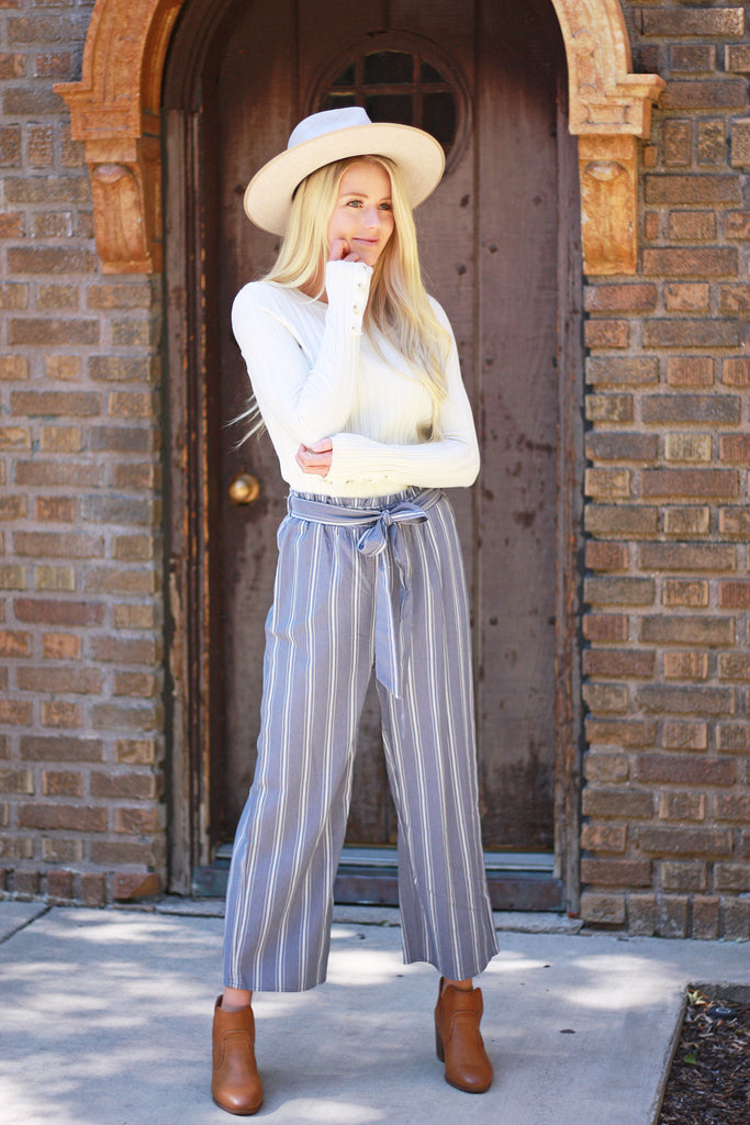 BIRKLEY CINCH-WAIST PANTS IN DUSTY BLUE AND WHITE