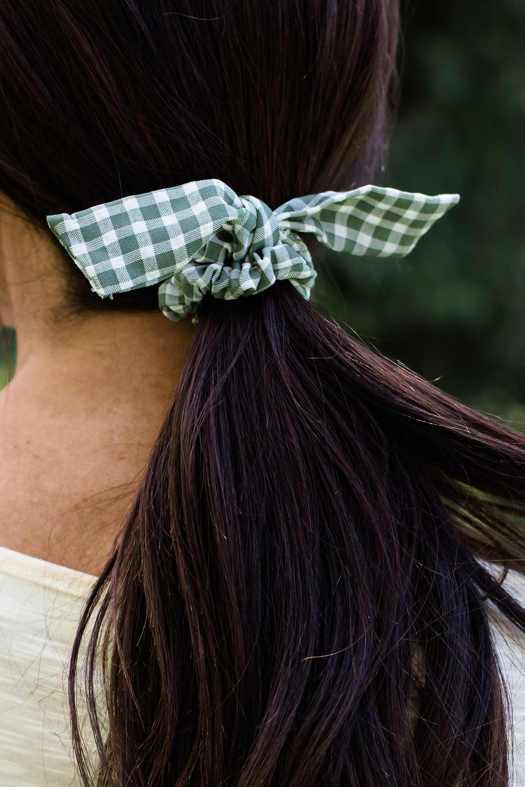 GREEN AND WHITE GINGHAM SCRUNCHIE