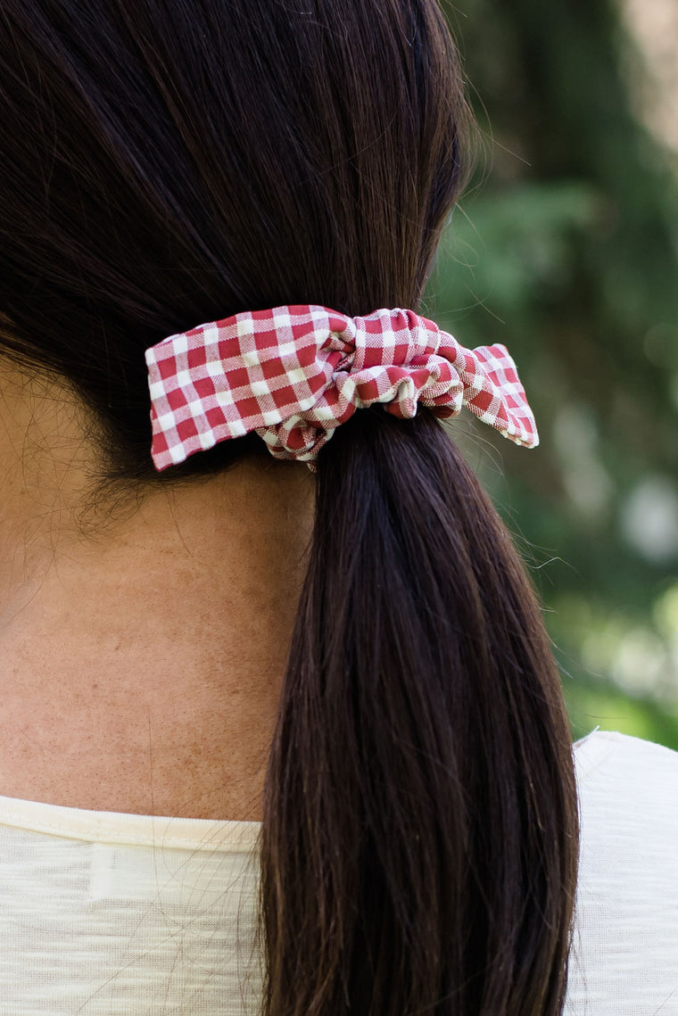 RED AND WHITE GINGHAM SCRUNCHIE