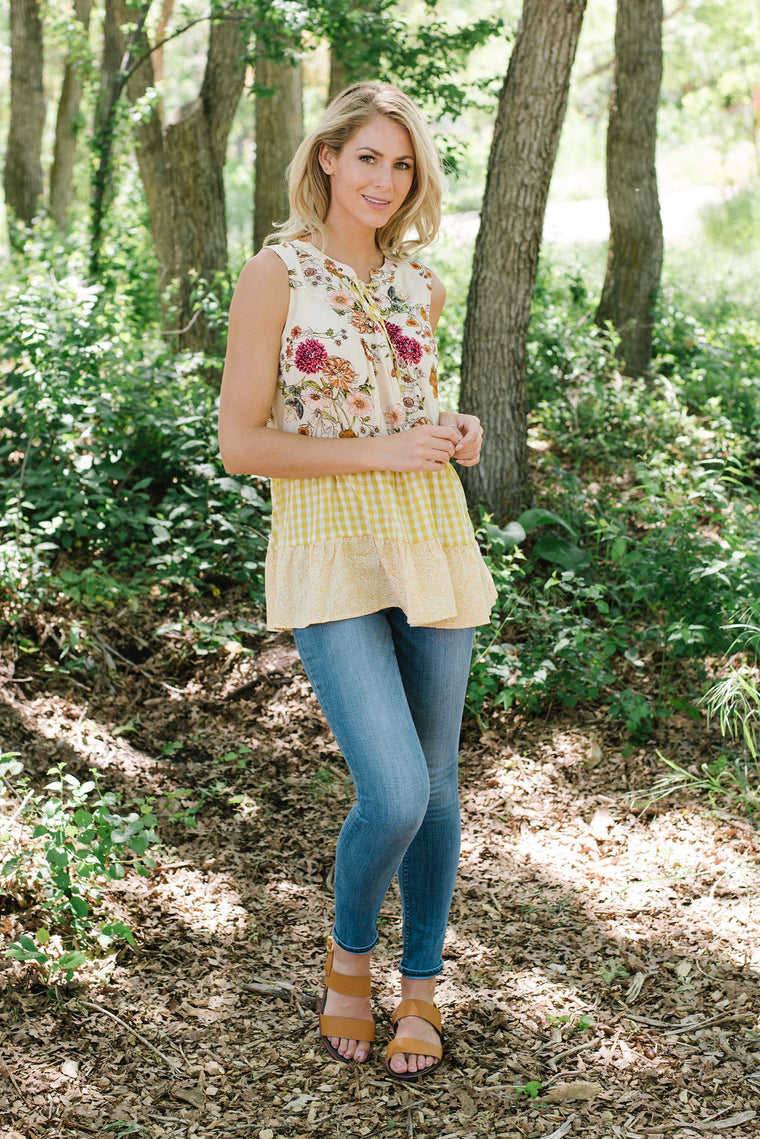 ANNA FLORAL SLEEVELESS TOP WITH TIERED RUFFLES