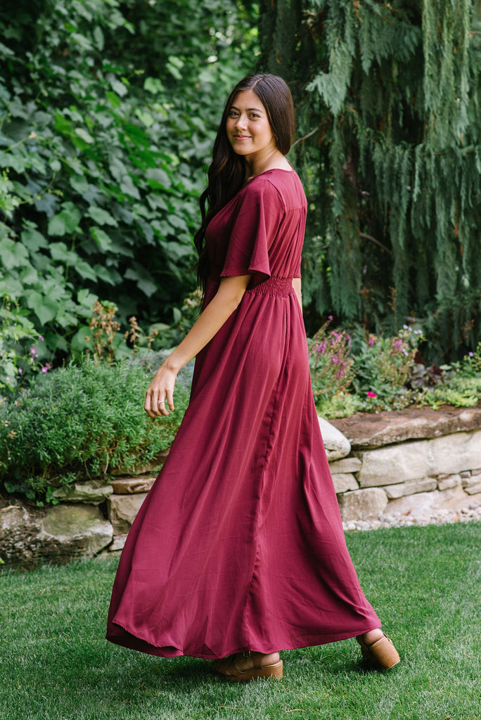 MALLORY MAXI DRESS WITH SMOCKING WAIST DETAIL IN BURGUNDY