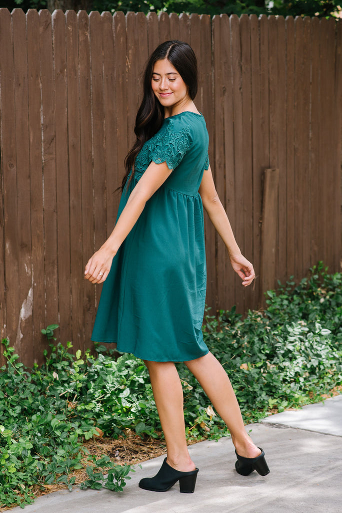 LILLIAN LACE MIDI DRESS IN HUNTER GREEN