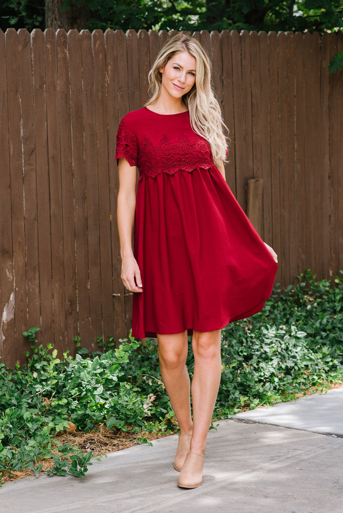 LILLIAN LACE MIDI DRESS IN BURGUNDY