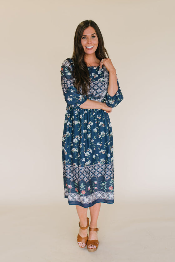 MCKENZIE MIXED FLORAL MIDI  DRESS IN NAVY BLUE