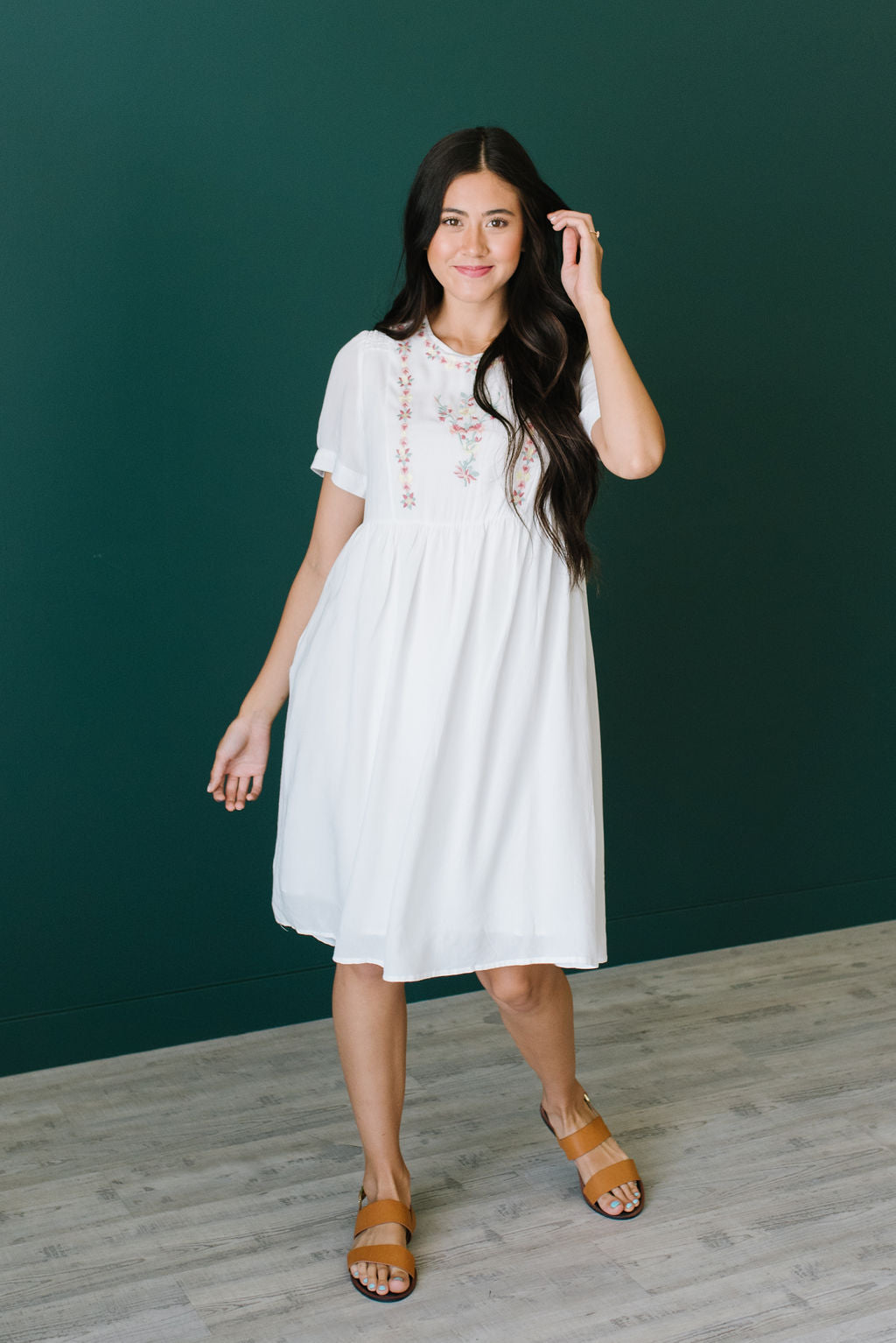 VICTORIA EMBROIDERED MIDI DRESS IN WHITE