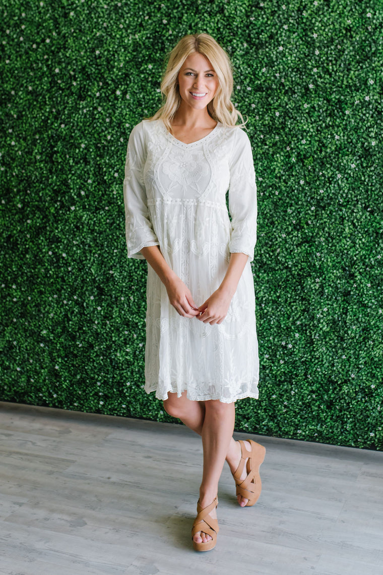 HENLY MIDI LACE DRESS IN IVORY